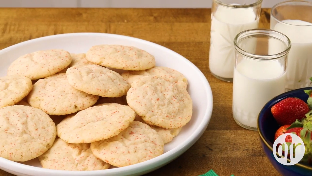 Chewy Strawberry Sugar Cookies
