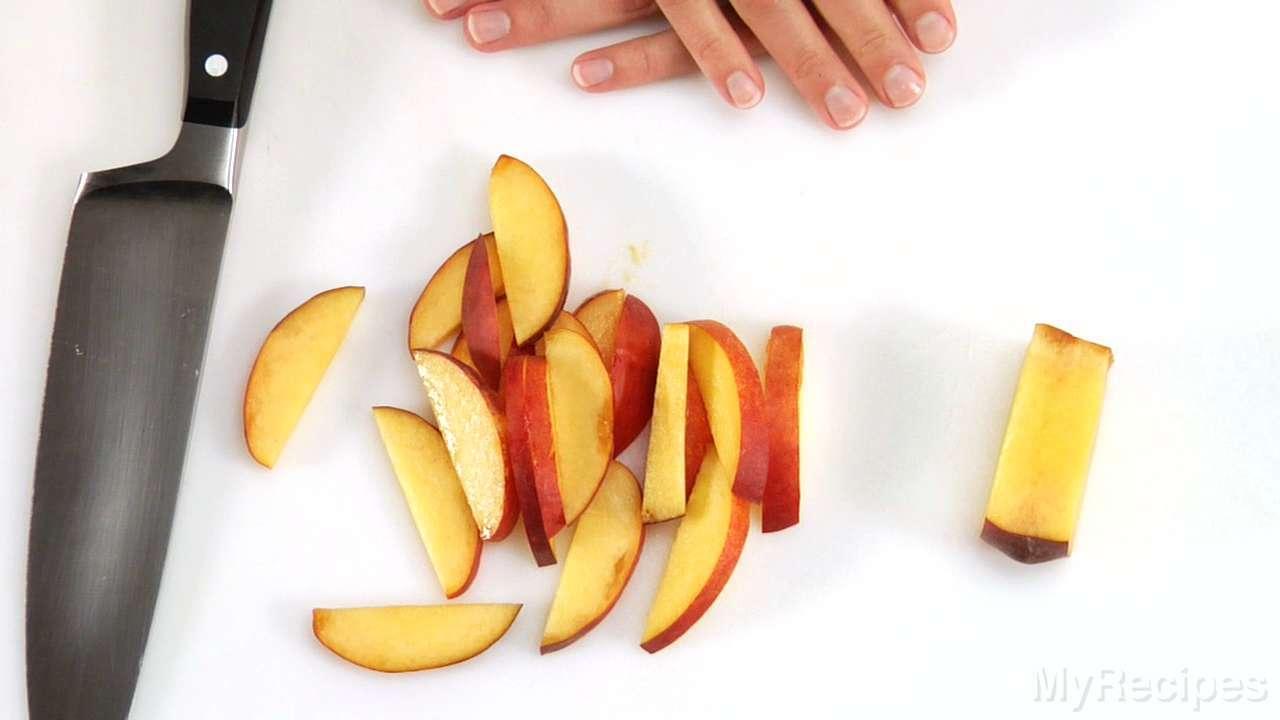 How to Slice Peaches