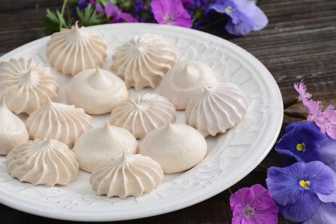 Making Meringue Cookies