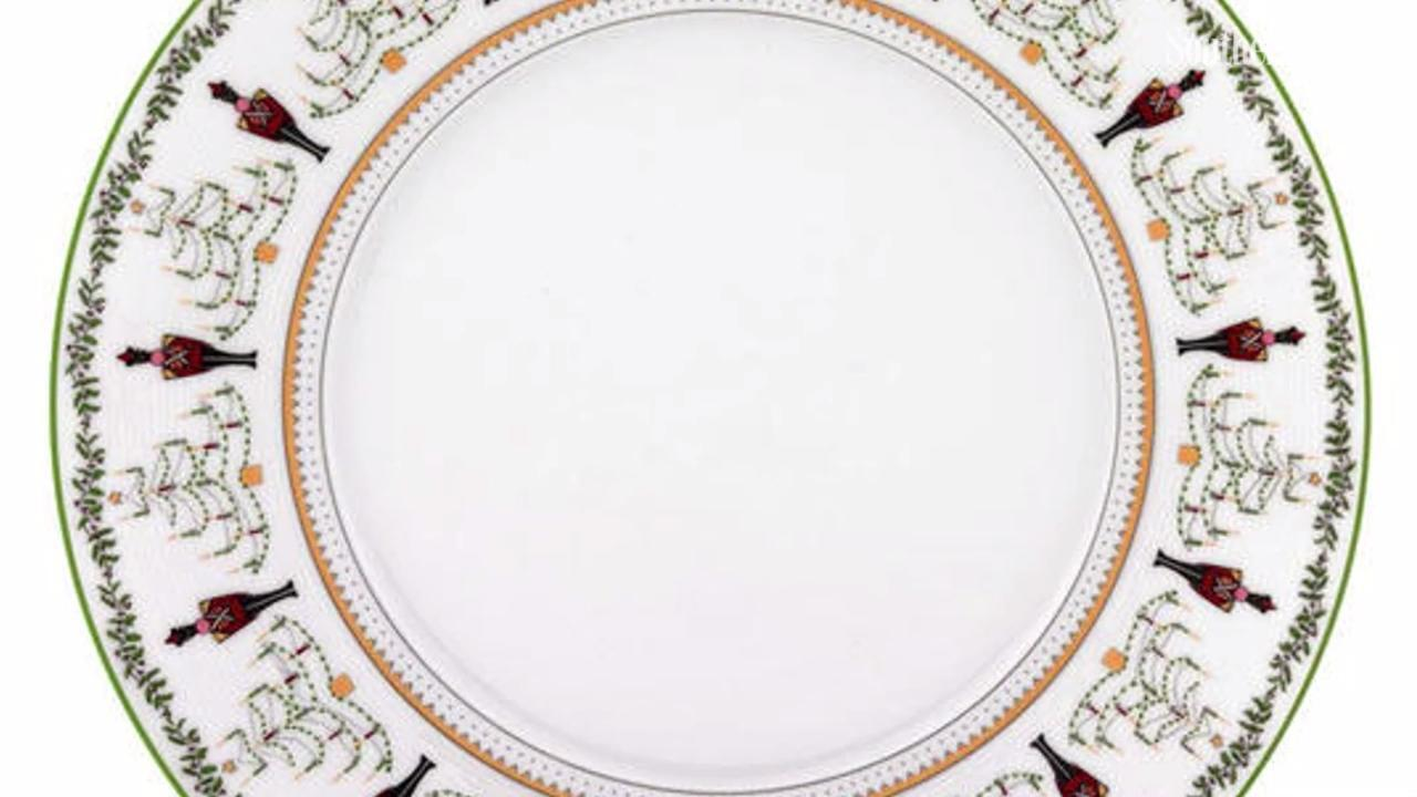 Get in the Holiday Spirit with This Elegant Christmas China