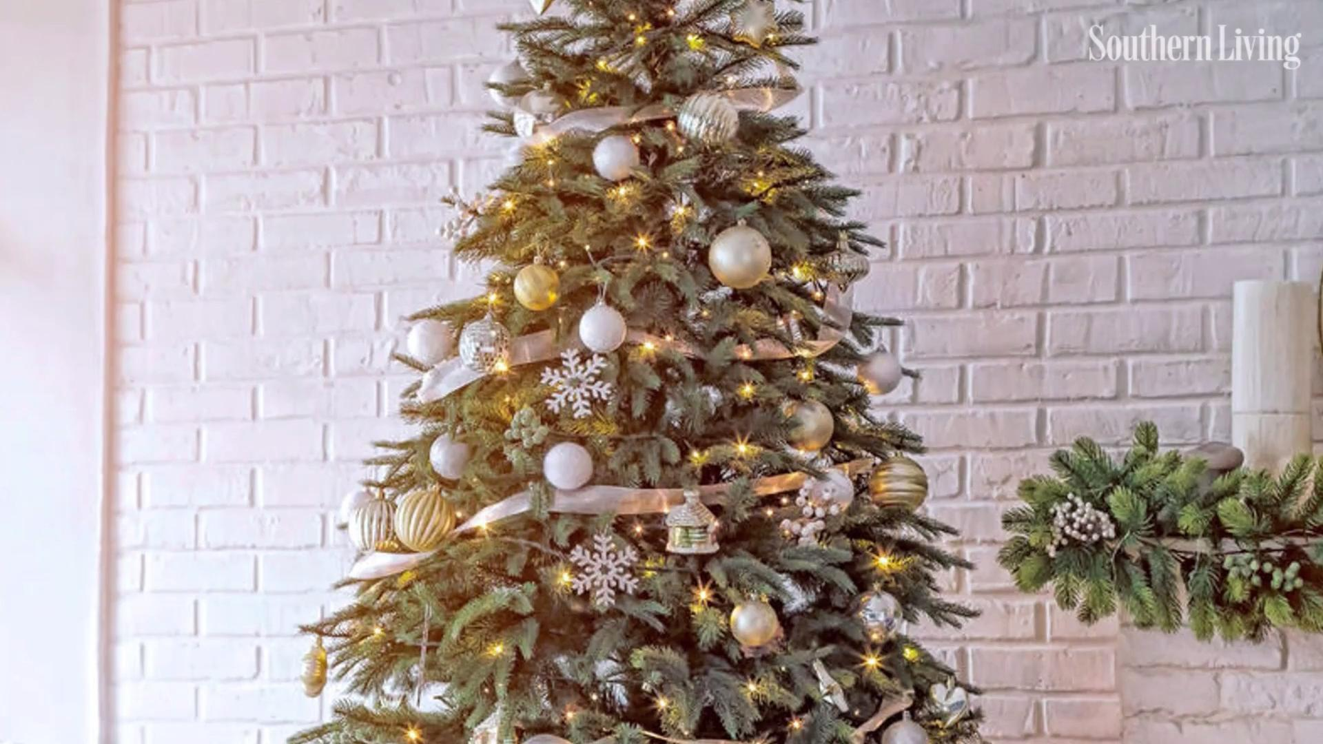 16 Ideas to Add Ribbon to Your Christmas Tree