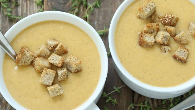 Cauliflower Soup with Smoked Gouda