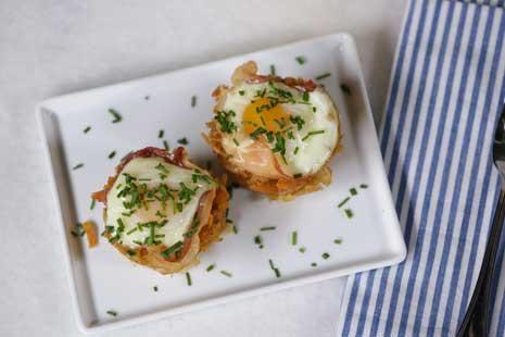 Baked Eggs in Prosciutto-Hash Brown Cups