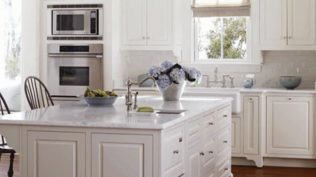 Kitchen Color: White