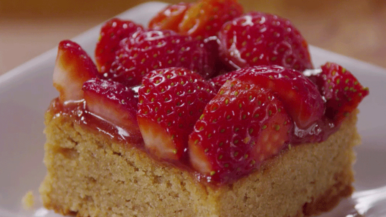 Make a Strawberry Jam-Topped Dessert