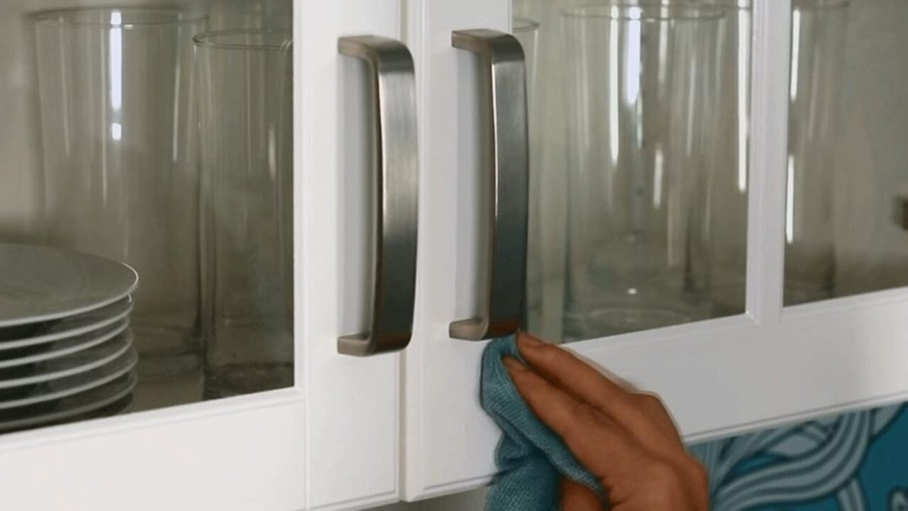 Easy Tips for Cleaning Cabinets