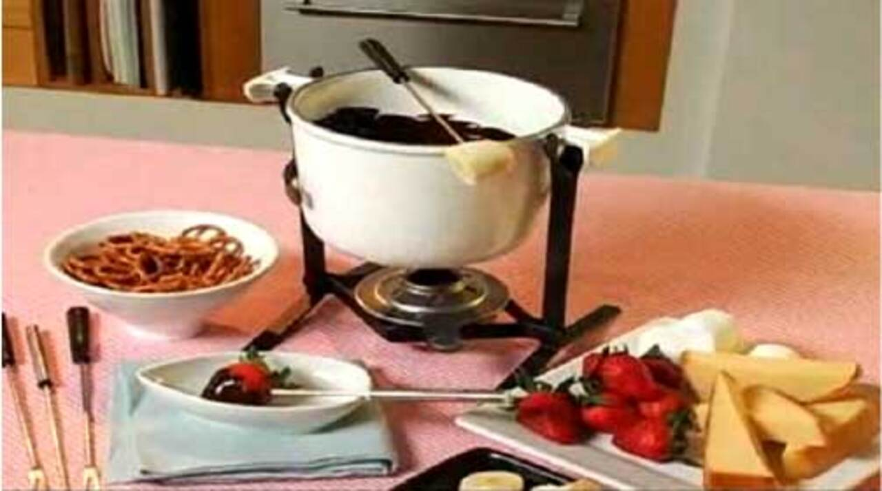How to Make Dark Chocolate Fondue