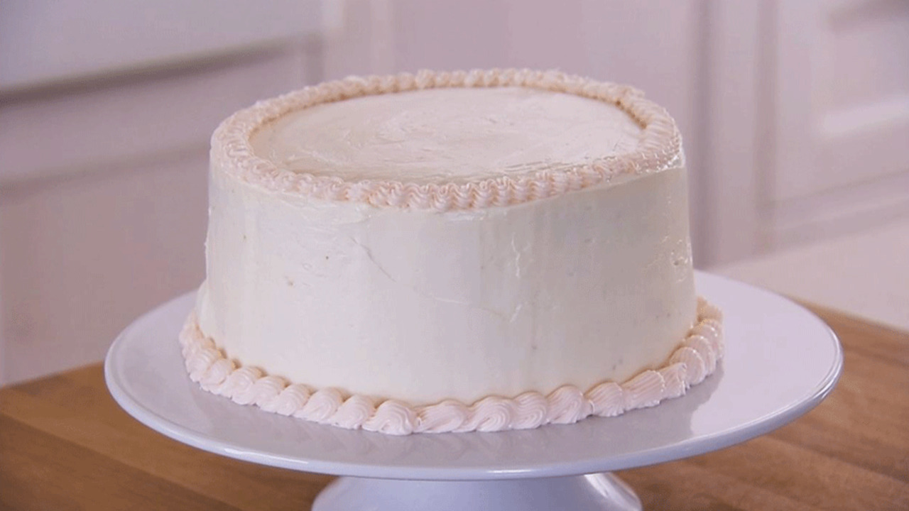 How to Decorate a Cake with Frosting