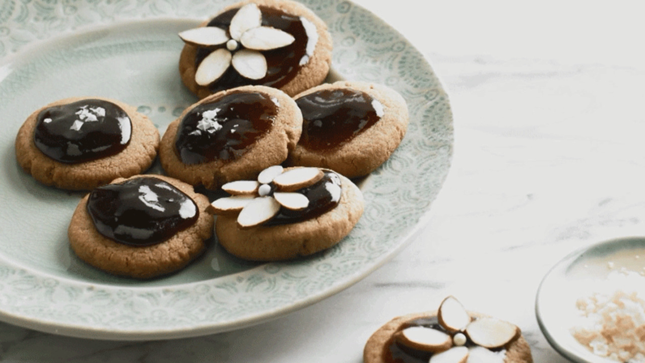 See How to Make Grape-Glazed Almond Shortbread Cookies