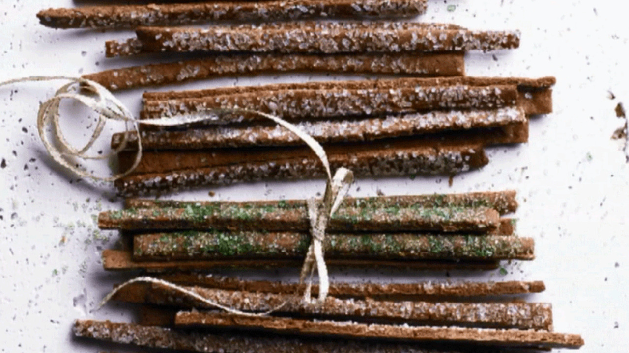 See How to Make Spicy Gingerbread Twigs