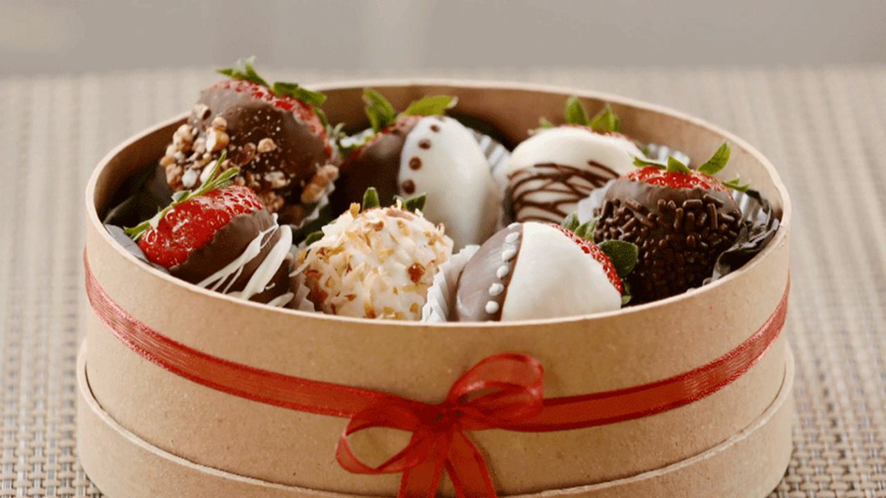 Chocolate-Covered Strawberries at Home!