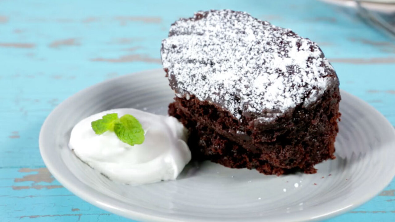 Secretly-Healthy Slow-Cooker Molten Chocolate Pudding Cake