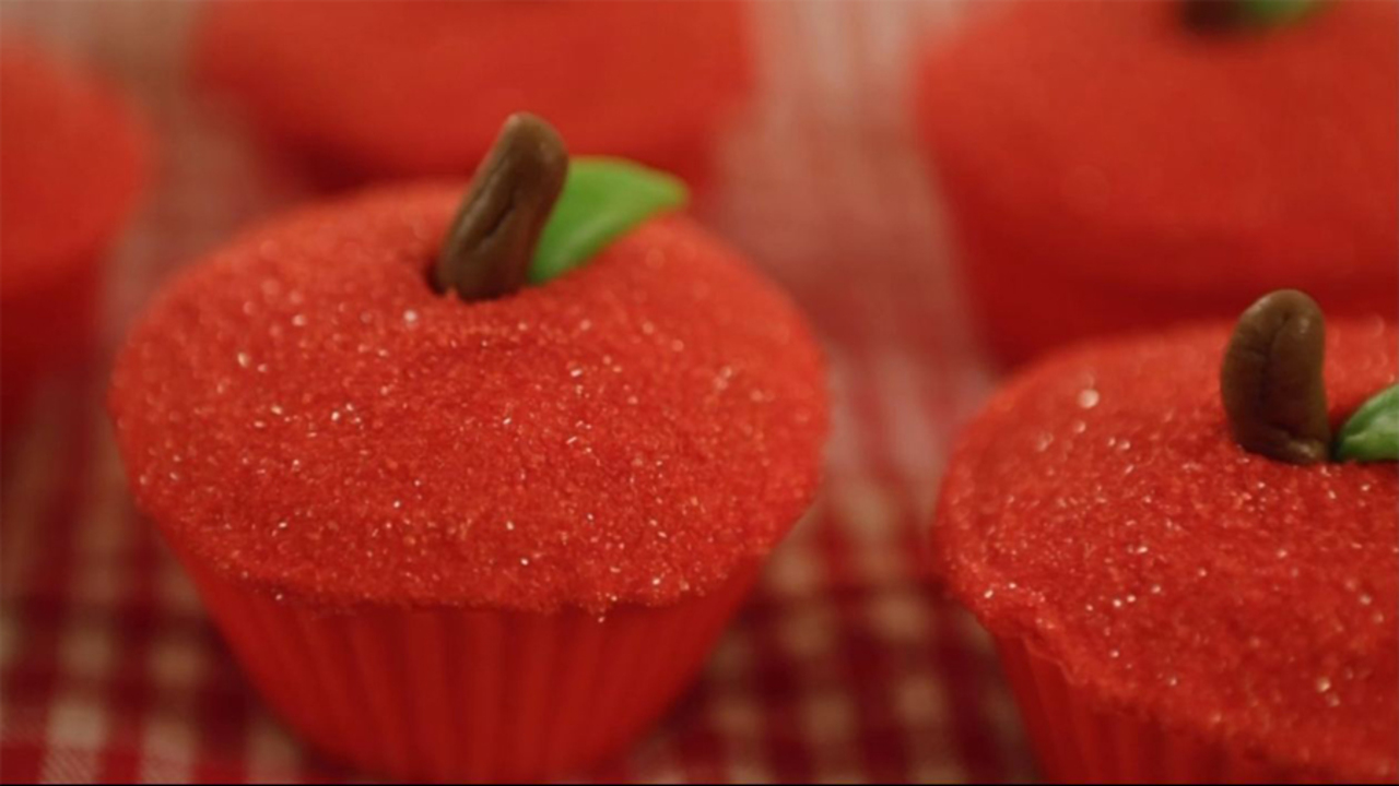 Cute and Easy Cupcakes that Look Like Apples