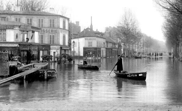 FRANCE - 1910:  Flood of the Seine, Paris, January, 1910. ND-154457.  (Photo by ND/Roger Viollet/Getty Images)