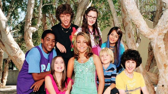 Jamie Lynn Spears Discusses A Zoey 101 Reunion Fingers