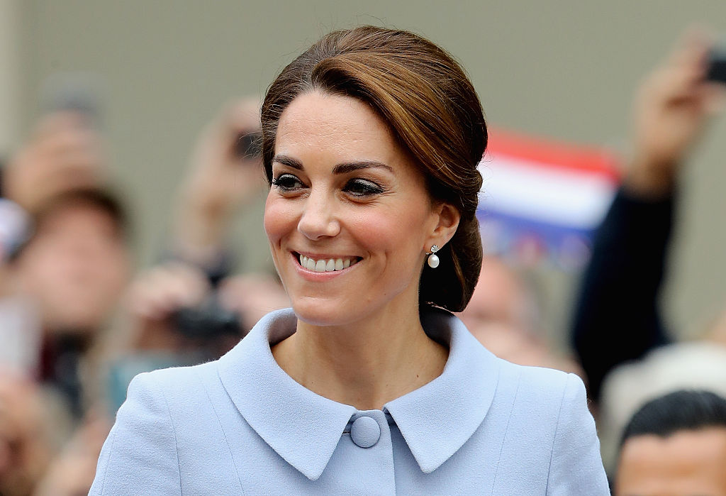 THE HAGUE, THE HAGUE - OCTOBER 11:  Catherine, Duchess of Cambridge arrives at the Mauritshuis Gallery during a solo visit to the Hague on October 11, 2016 in the Hague, Netherlands  (Photo by Chris Jackson/Getty Images)