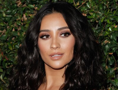Shay Mitchell Is Channeling Julia Roberts Pretty Woman