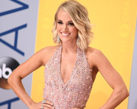5e86a1e6fce Here s all of Carrie Underwood s ~glitter gown~ outfits changes at the CMA  Awards