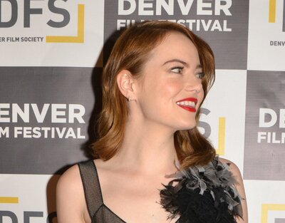 Can we please talk about Emma Stone in a STUNNING belted black dress