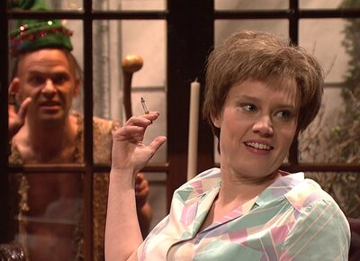 Christmas Miracle Snl.Kate Mckinnon S Snl Encounter With Santa S Helper Went