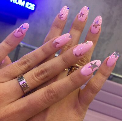 These pretty in pink nails are a clever way to do the negative space