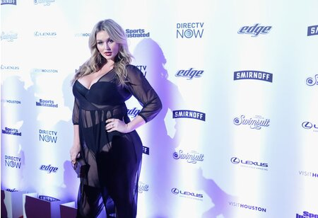 7b86e7cc7f Plus-size model Hunter McGrady looks amazing in the Sports Illustrated  Swimsuit Issue and on the red carpet