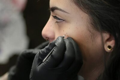 Getting freckles tattooed on your face is a thing now, just so you ...