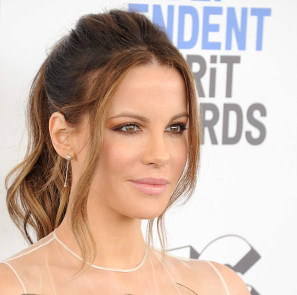 SANTA MONICA, CA - FEBRUARY 25:  Actress Kate Beckinsale arrives at the 2017 Film Independent Spirit Awards on February 25, 2017 in Santa Monica, California.  (Photo by Gregg DeGuire/WireImage)