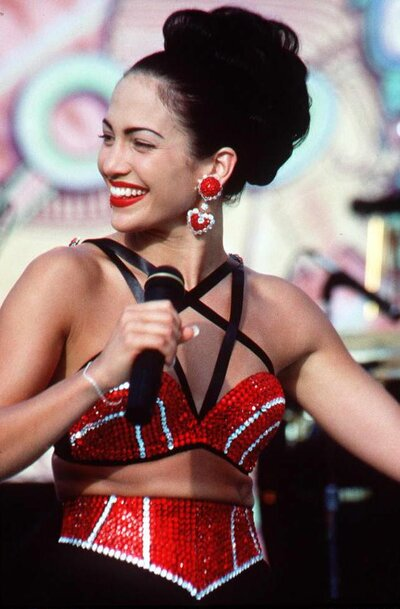 Here S How You Can Copy 9 Iconic Fashion Moments From The Movie