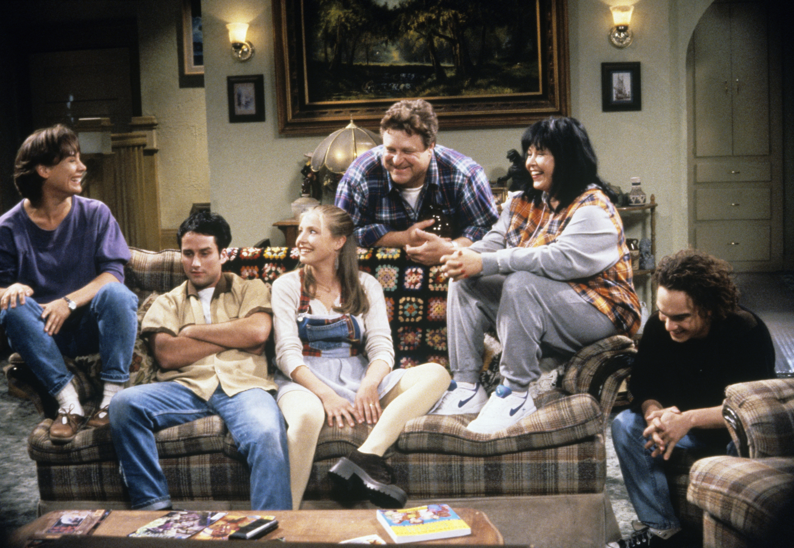 """The first picture from the """"Roseanne"""" revival is here, and we've missed the Conners so much"""