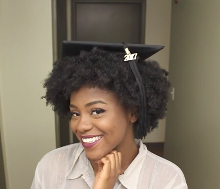 This Beauty Vlogger Shared A Brilliant Hack For Putting A Graduation