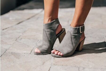 42238a3c0047 These seriously stylish shoes have a secret — they were designed by  podiatrists - HelloGiggles