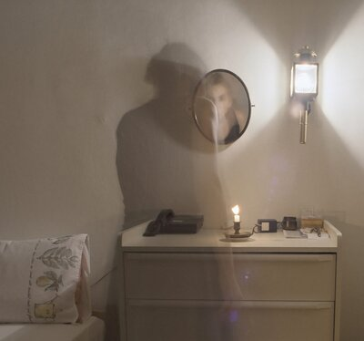 8 signs a ghost may be haunting you or your home - HelloGiggles