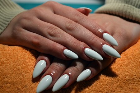 6 Things You Should Know Before You Get Acrylic Nails Hellogiggles