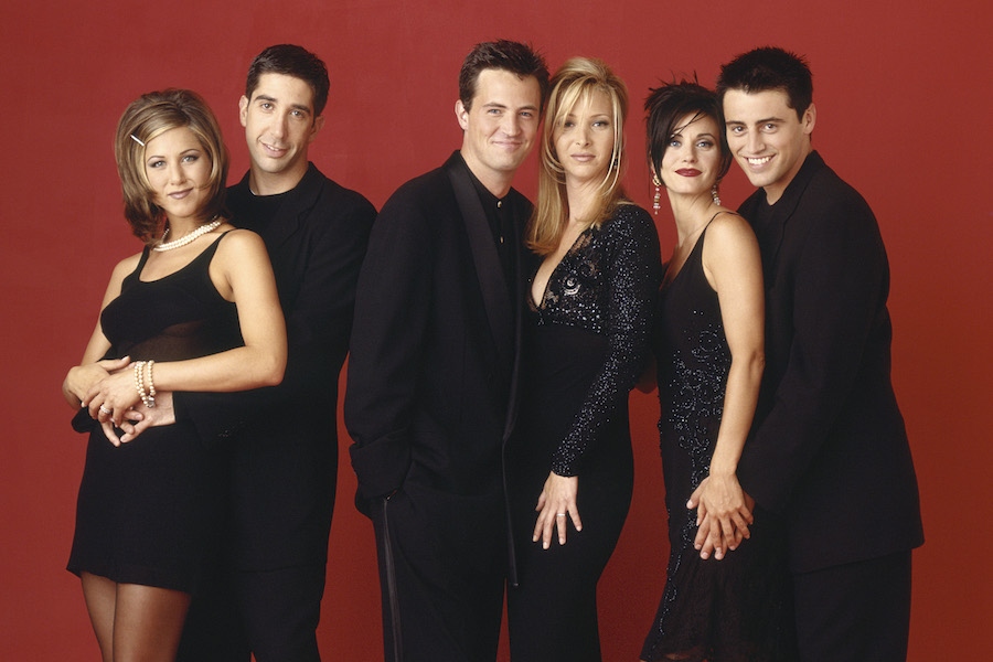 "Courteney Cox shares photo of the Friends cast's ""Last Supper"" before filming final episode"