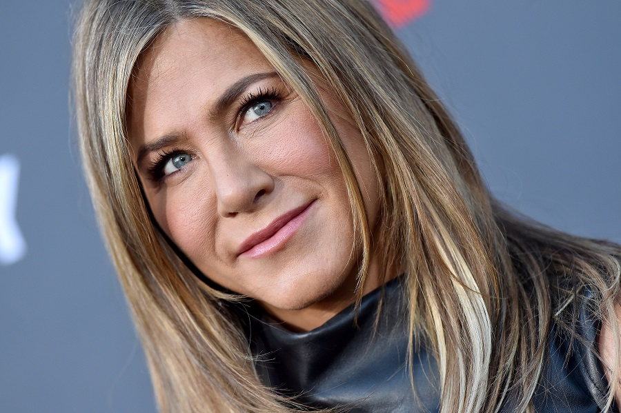 Jennifer Aniston surprised a nurse who tested positive for COVID-19 with a generous gift