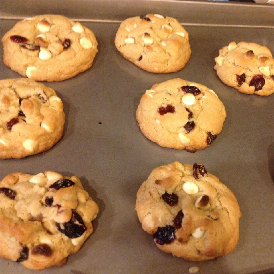 White Chocolate and Cranberry Cookies kellymarie5