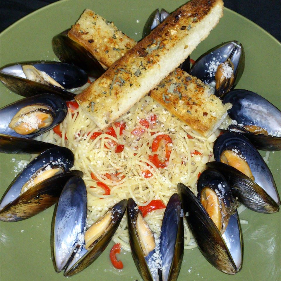 Angel Hair Pasta with Florida Mussels in White Wine-Butter Sauce