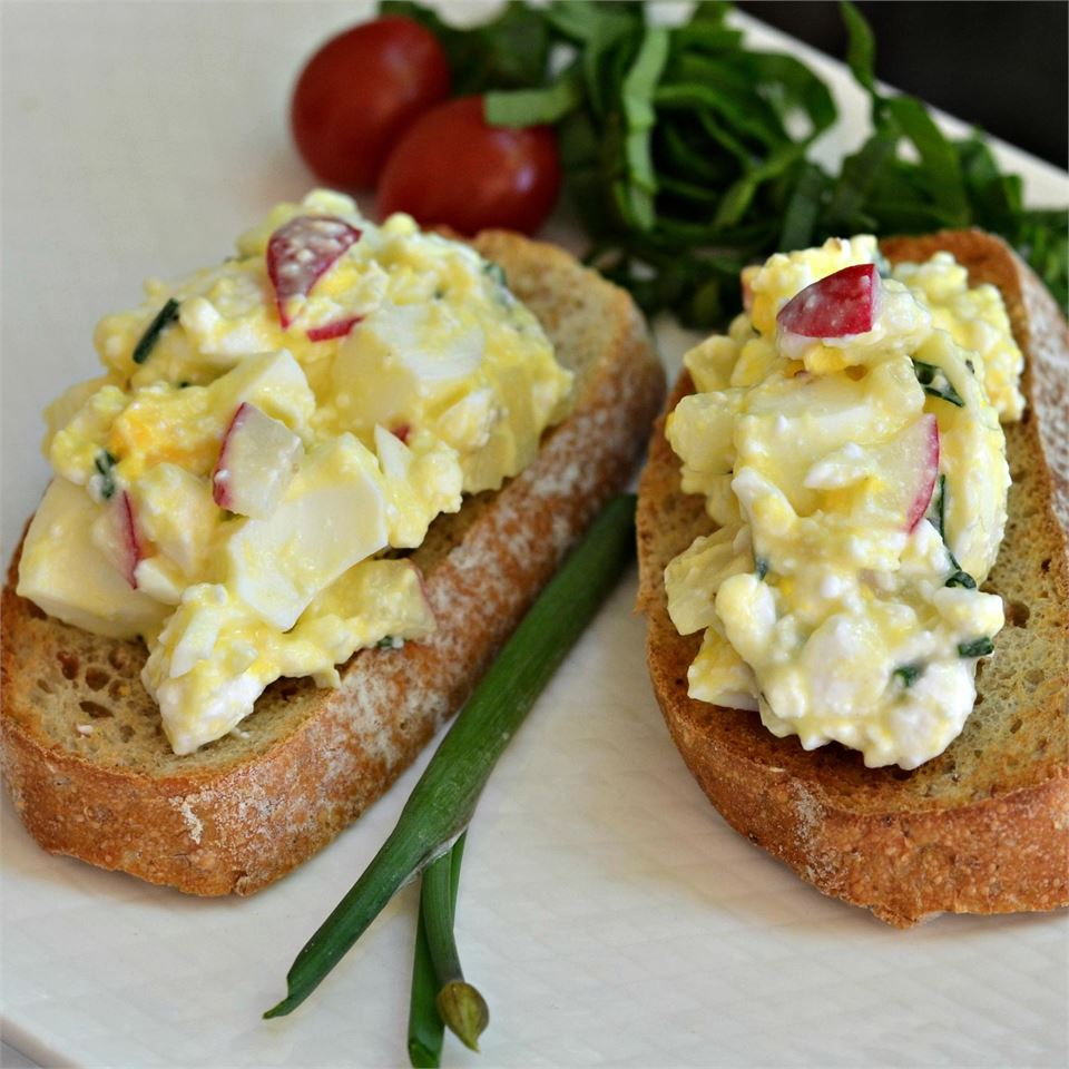 Cottage Cheese Salad with Egg and Radish