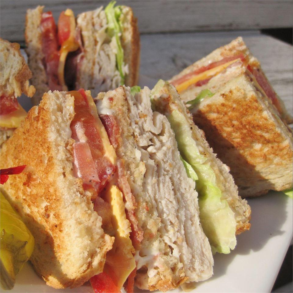 Lorraine's Club Sandwich LYNNINMA