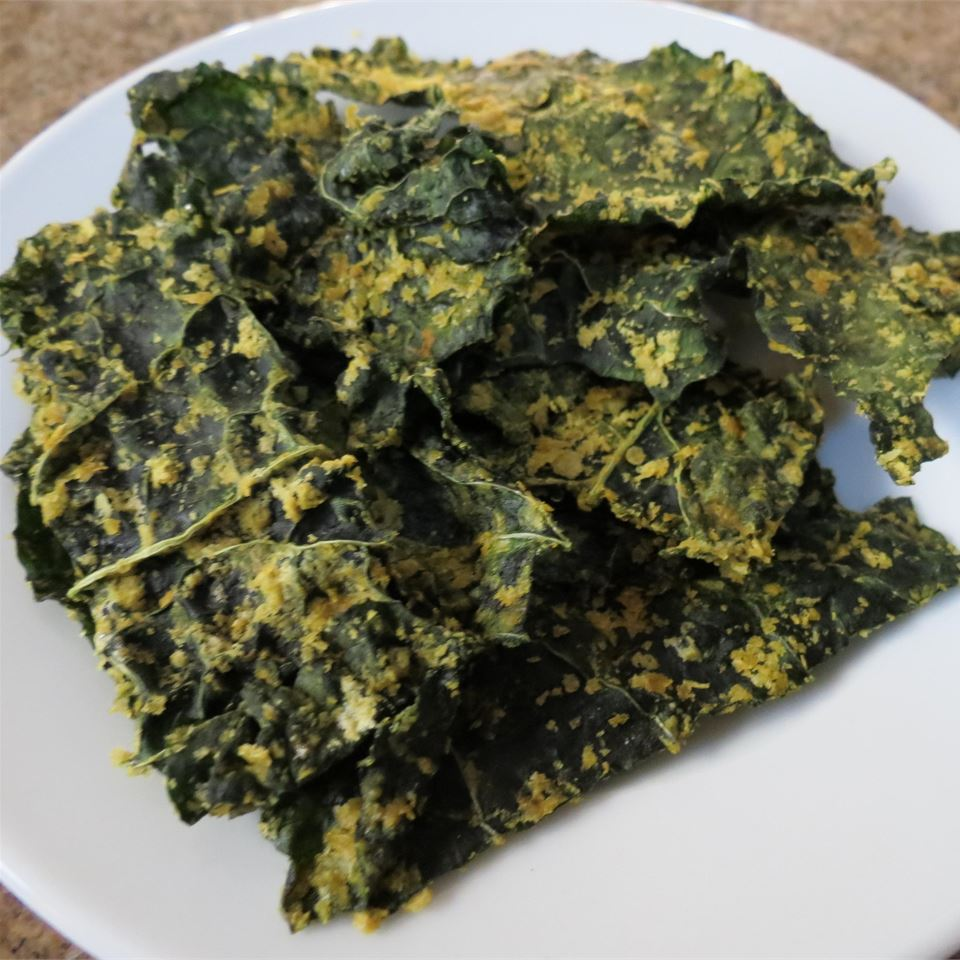 Cheesy Kale Chips mspindy