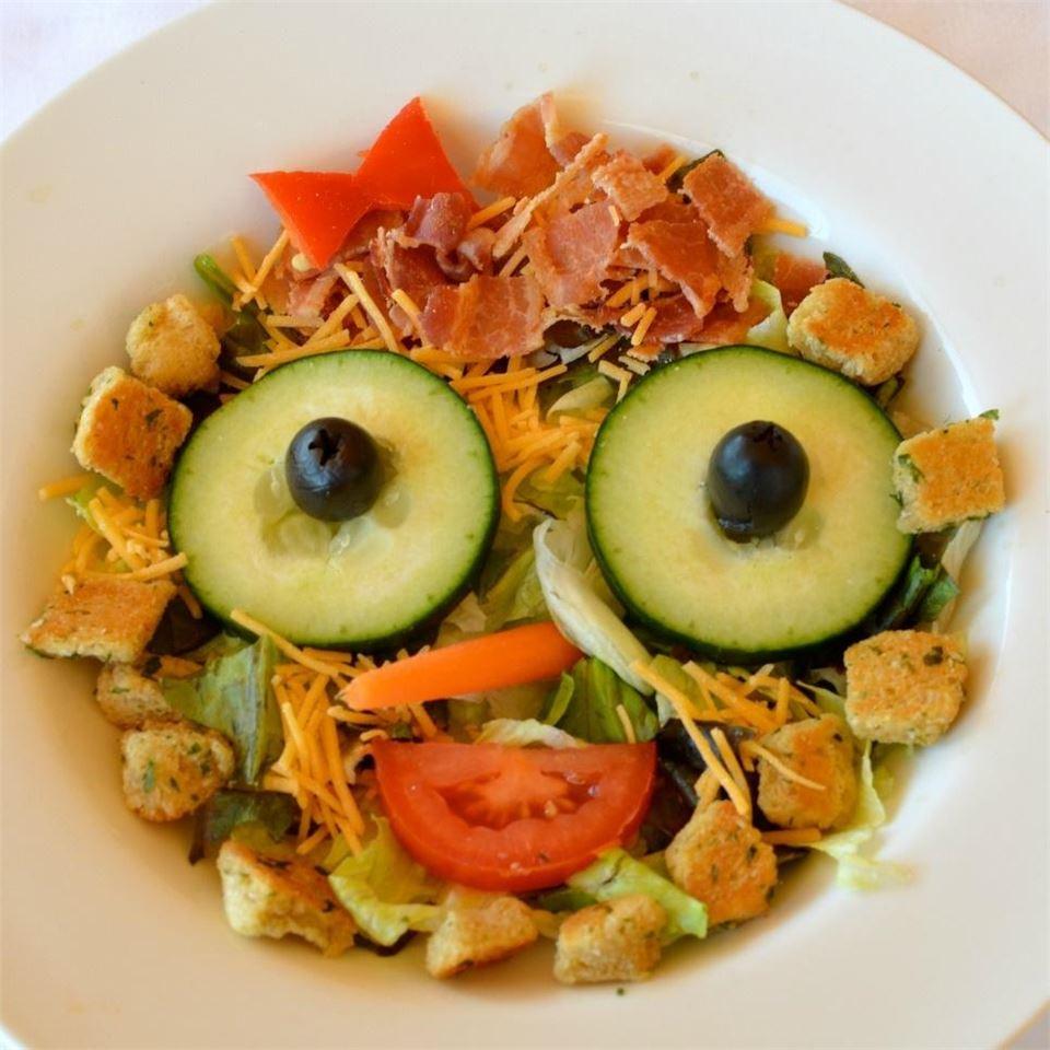Smiley Salad Lela