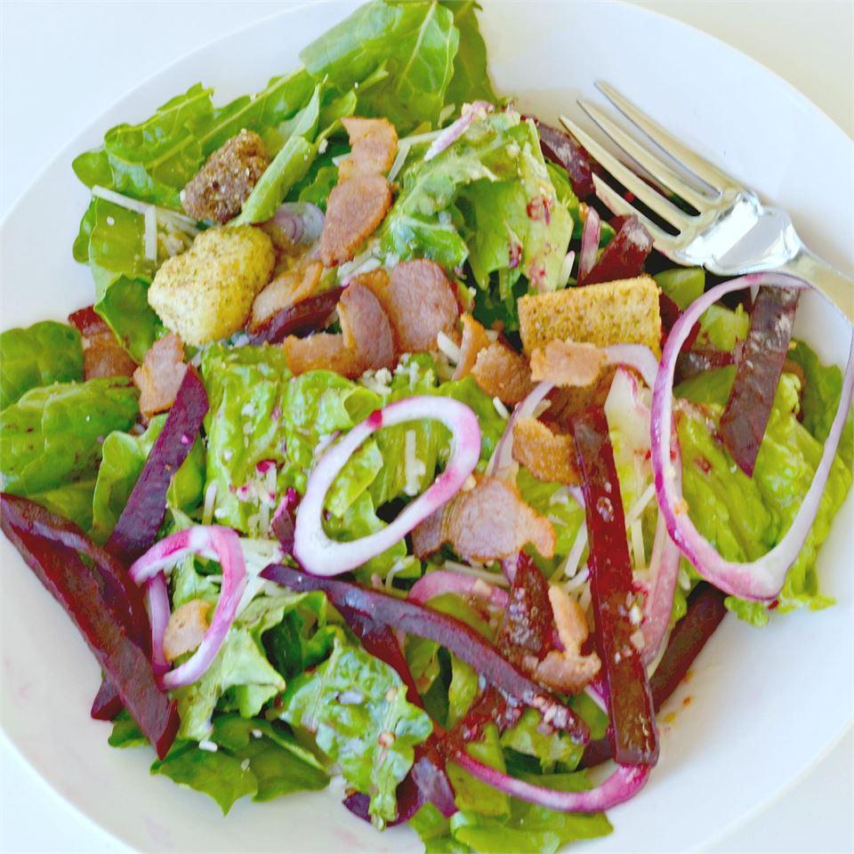 Beet and Balsamic Vinaigrette Salad