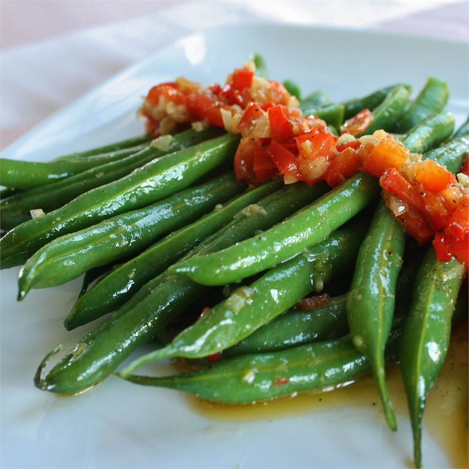 Garlicky, Spicy and Sesamey Green Beans