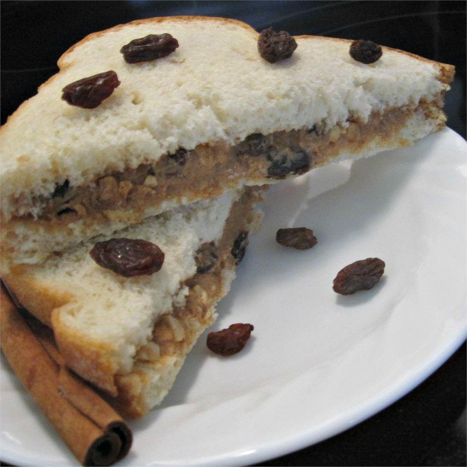 Cinnamon-Raisin Peanut Butter Sandwich *~Lissa~*