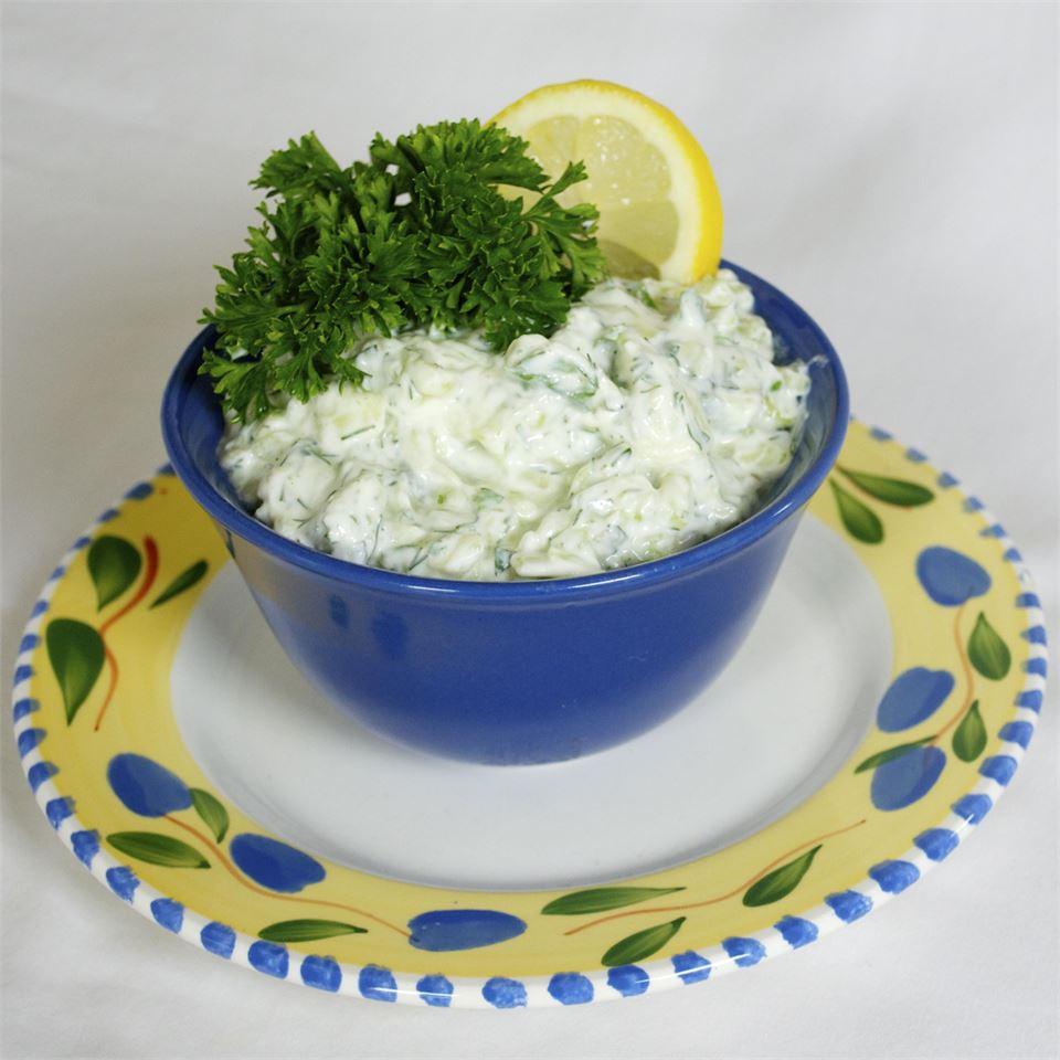 Tzatziki Sauce (Yogurt and Cucumber Dip) Bibi