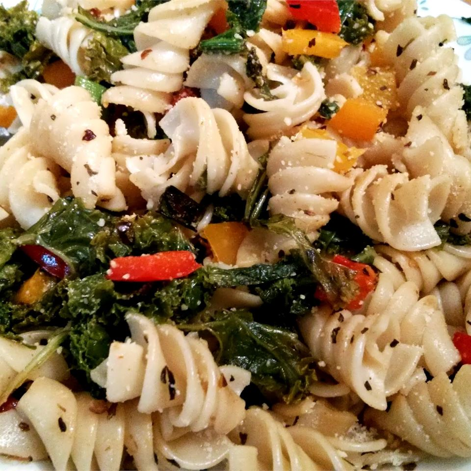 Sweet Pepper Pasta Toss with Kale