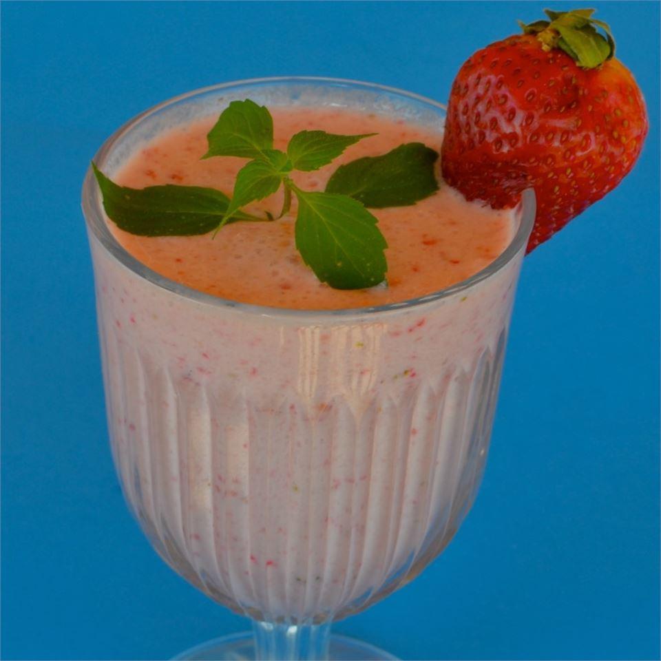 Creamy Strawberry-Pineapple Smoothie Lela