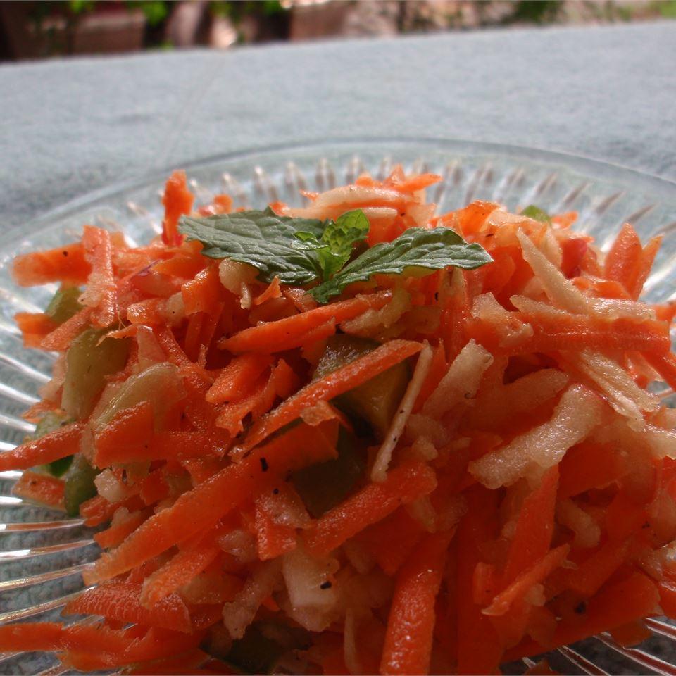 Shredded Apple Carrot Salad