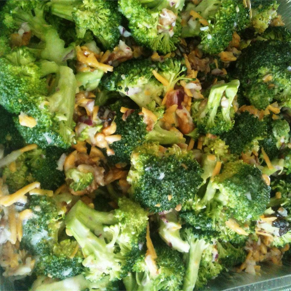 Sweet and Tangy Broccoli Salad edurrer